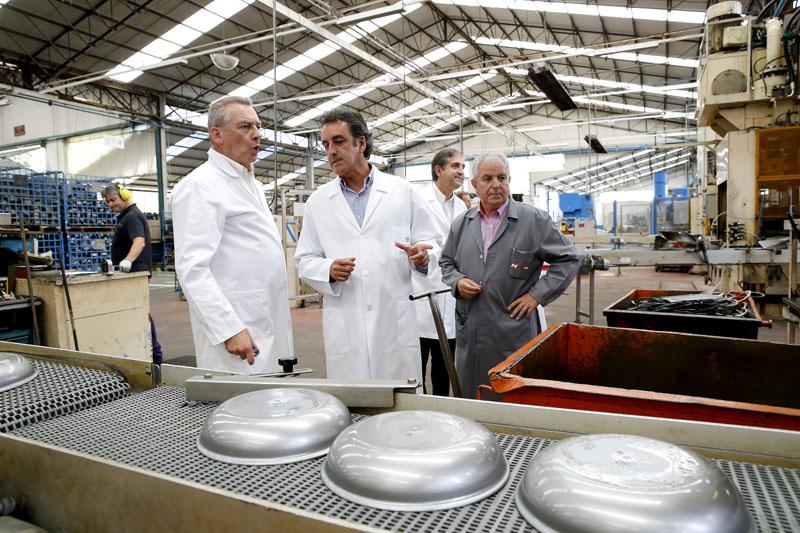 Cantabria lidera el incremento de empleo en el sector servicios y ocupa los primeros puestos en cifra de negocios y entrada de pedidos de la industria
