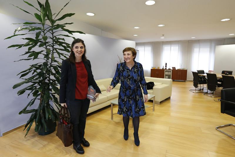 María Luisa Real y la coordinadora del Club de Autopsias destacan la información médica que aportan las autopsias clínicas