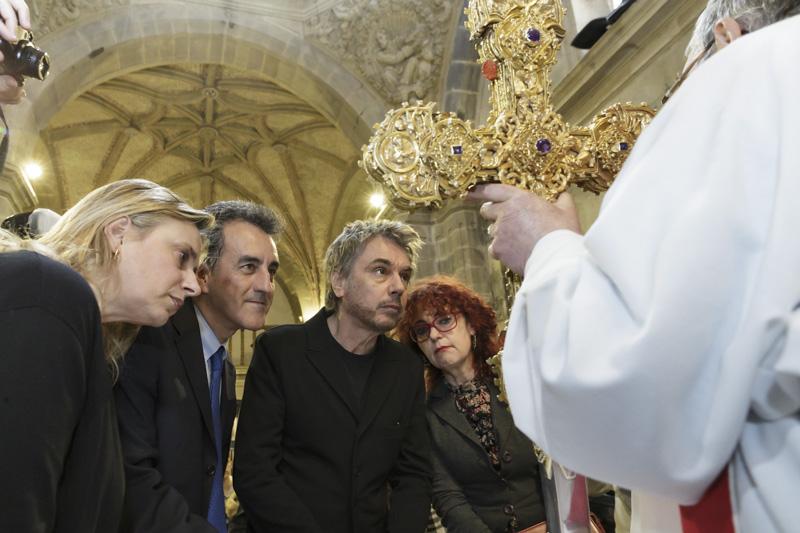 Jarre junto al consejero durante su visita al monasterio el pasado martes (Foto: RAÚL LUCIO)