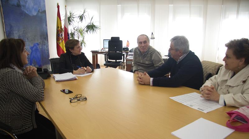 Sanidad informa a los representantes de los jubilados y pensionistas de UGT sobre los servicios asistenciales existentes en Cantabria