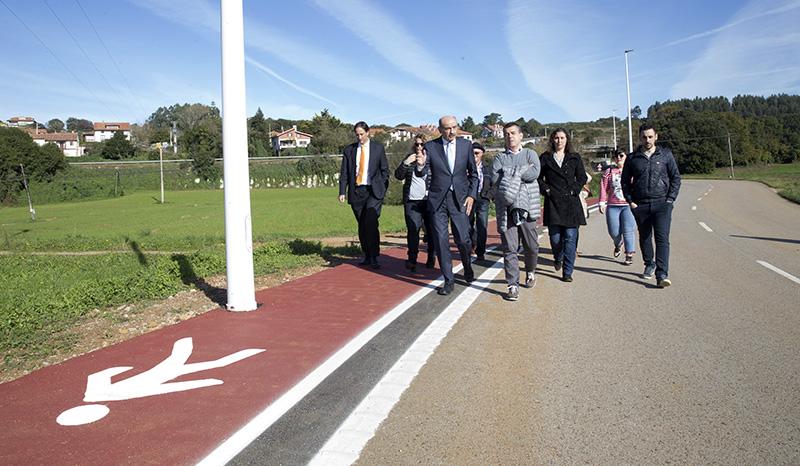 Mazón inaugura el paseo peatonal que une el barrio de La Iglesia con Liandres en Ruiloba por importe de 175.000 euros
