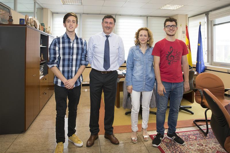 Mañanes recibe al ganador y al segundo premiado en Cantabria del XVIII Concurso Hispanoamericano de Ortografía