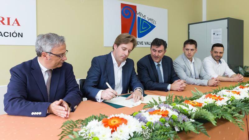 Reocín suscribe el convenio de colaboración del banco de recursos educativos