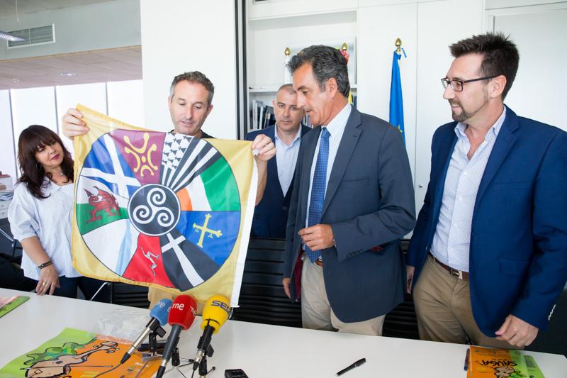 Martín subraya el valor cultural y turístico del Festival Sauga Folk de Colindres