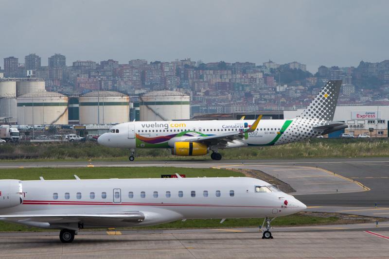 El aeropuerto 'Seve Ballesteros' continúa su tendencia en alta con 118.100 pasajeros el pasado mes de julio