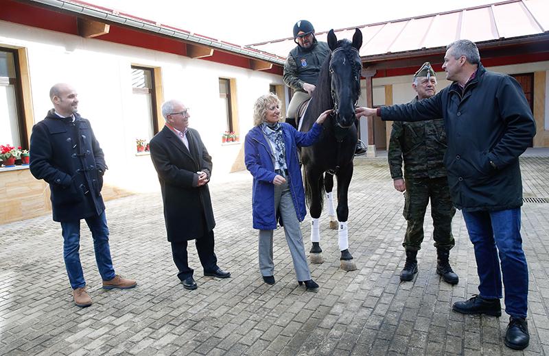 El Gobierno renueva el saneamiento del centro militar de cría caballar de Ibio y soluciona problemas de inundaciones en Riaño de Mazcuerras