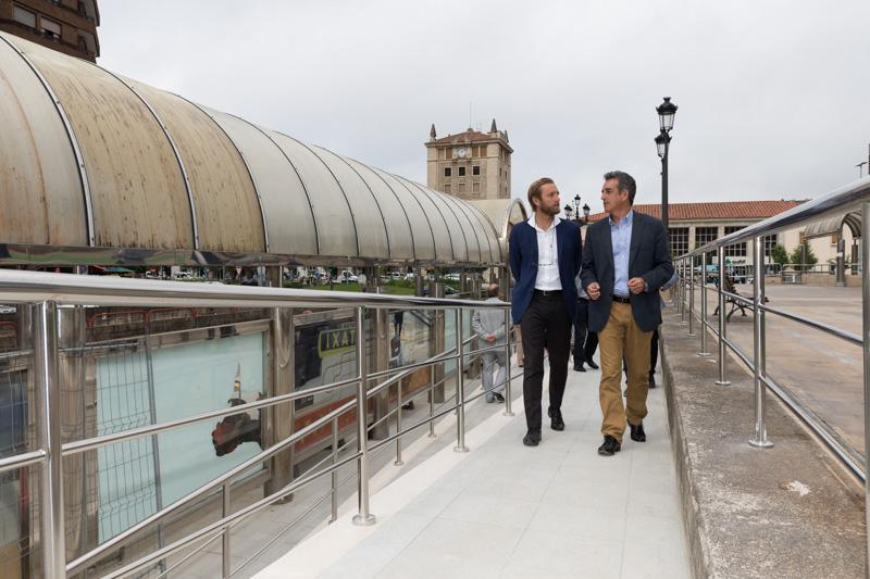 La Estación de Autobuses de Santander orientará su acceso principal hacia la plaza cuya mejora terminará en unos días