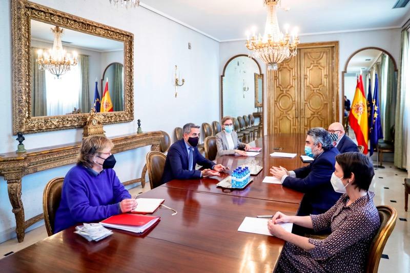 Zuloaga y Rodríguez Uribes avanzan para que el Centro de Categoría 2 de Arte Rupestre de la UNESCO en Santillana del Mar sea una realidad este año