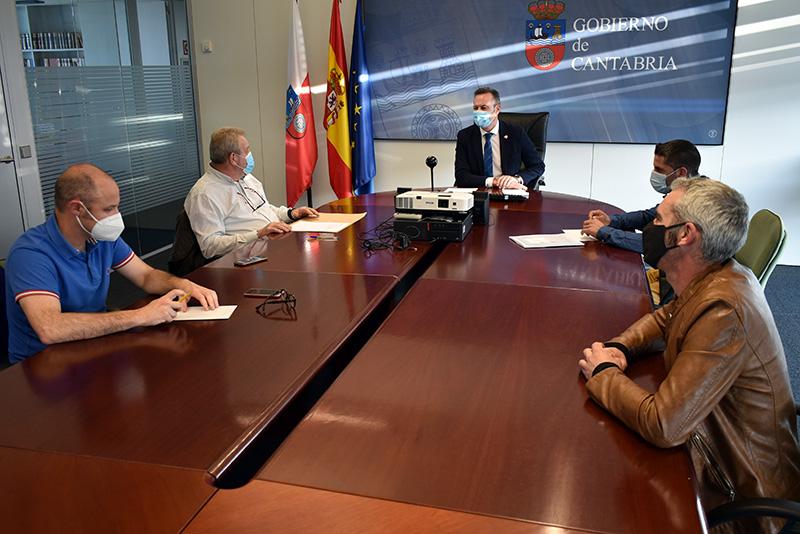 El Gobierno reparará varios caminos rurales en Anievas para mejorar la red de infraestructuras agrarias del municipio