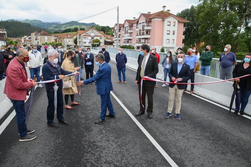 El Gobierno invierte 850.000 euros en la renovación y ampliación del puente de Ampuero sobre el río Asón