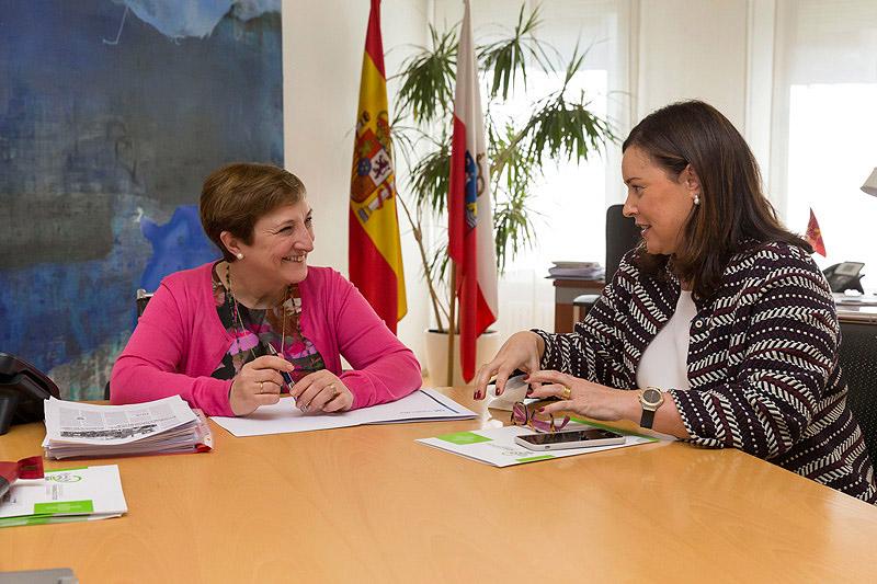 El Colegio de Farmacéuticos de Cantabria presenta a María Luisa Real el programa conSIGUE