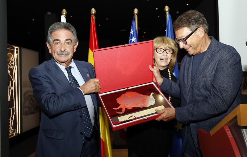 Miguel Ángel Revilla agradece a Stuart Weitzman su contribución para estudiar y difundir la riqueza de La Garma